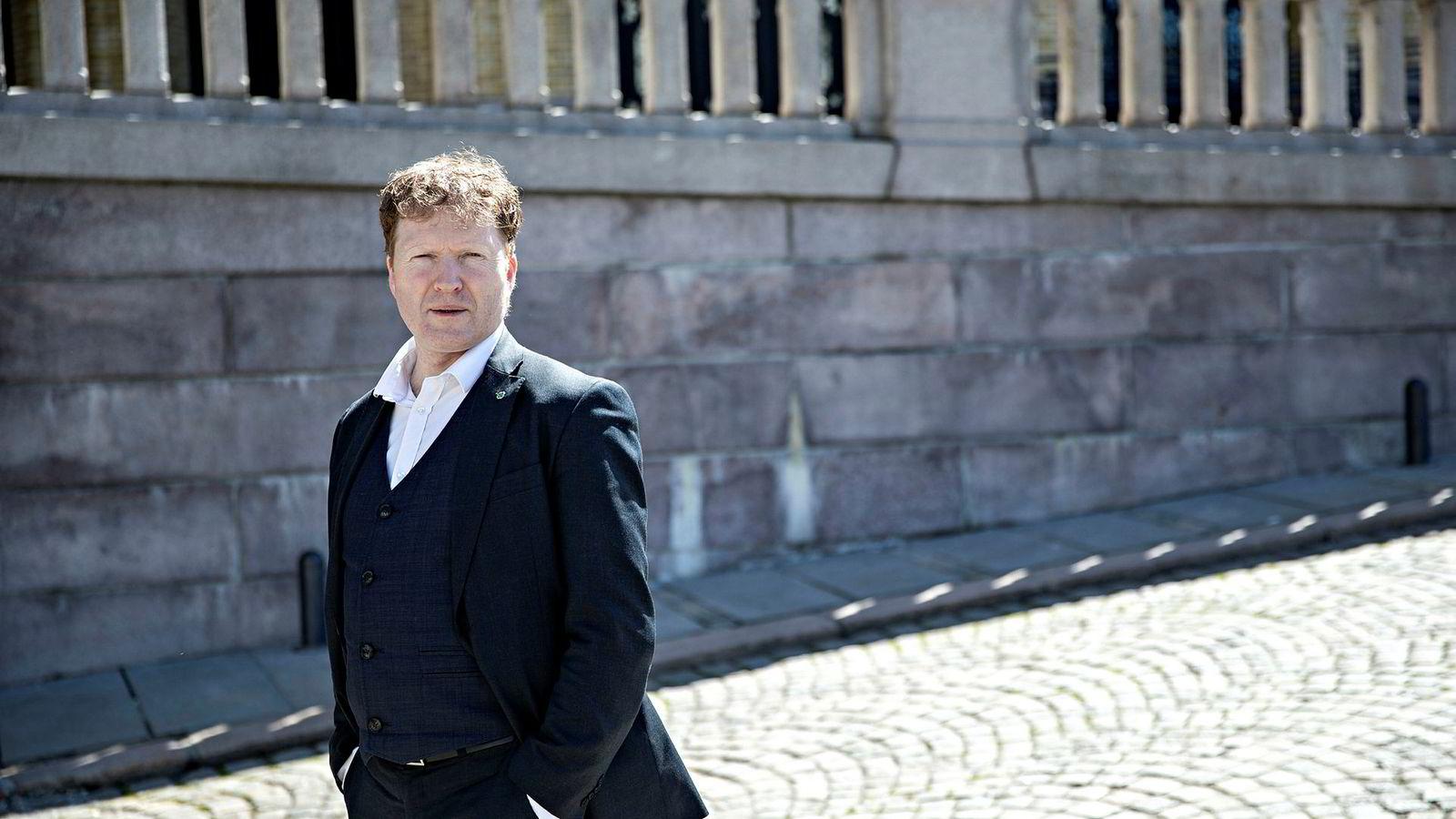 Finanspolitisk talsperson i Sp, Sigbjørn Gjelsvik, går ut mot oljepengebruken til regjeringen.