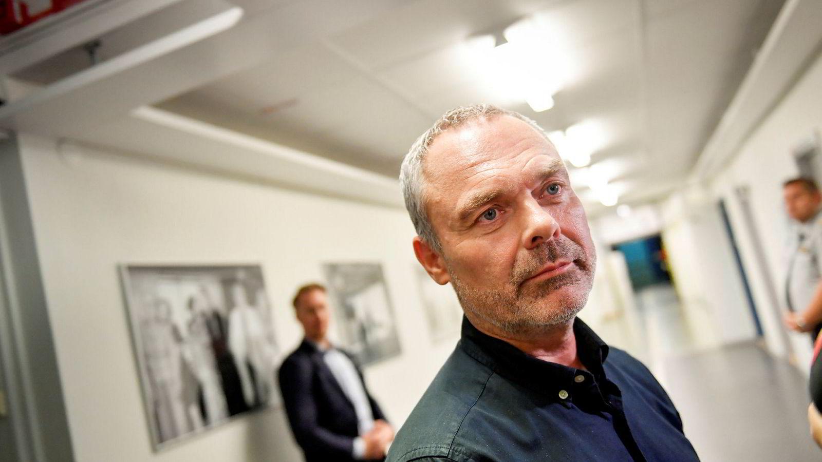 Liberalernas leder Jan Björklund kaster inn håndkleet etter å ha gått seirende ut av en intern strid som endte med at partiet skiftet side og støttet Stefan Löfven. Foto: Maja Suslin / TT / NTB scanpix