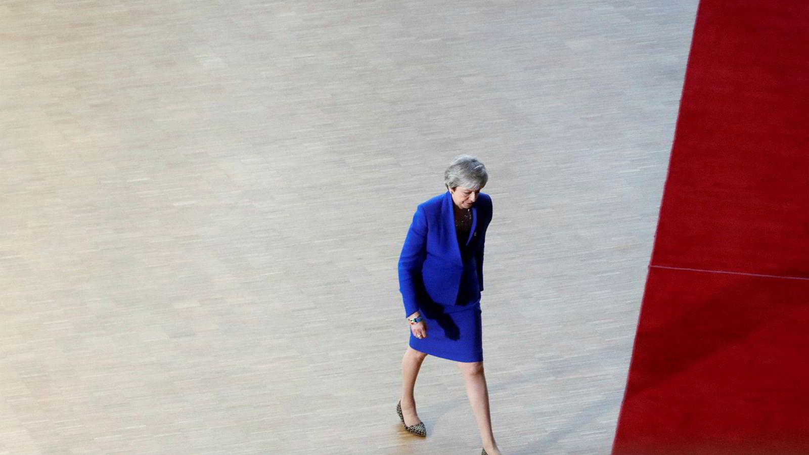 Britenes statsminister Theresa May på vei inn for å bli grillet på EU-toppmøtet i Brussel onsdag.