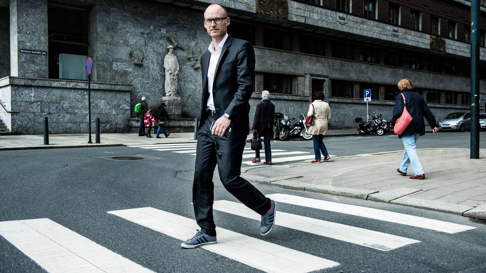 – Å slippe hackere inn i nettverket er like alvorlig som å slippe uvedkommende inn ved å glemme å låse porten, sier jurist Christian Sturla Svensen. Foto: Klaudia Lech