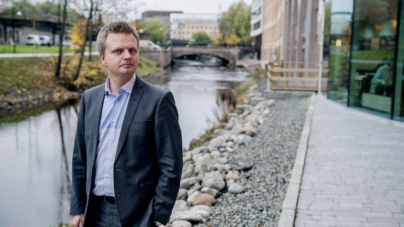 Seniorforsker Vegard Kolbjørnsrud tror roboter kan bistå ledere som assistenter og analytikere, men at de i fremtiden også vil ta beslutninger.