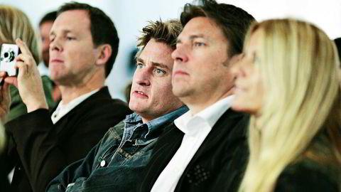 Varner-brødrene holder lav profil. Her er Joakim (nr. 2 fra venstre) og Petter (i midten) på en motevisning i 2007 sammen med Line Varner.