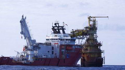 Offshorerederiet Dof og datterselskapet Dof Subsea hentet denne uken inn et lån på 900 millioner kroner i obligasjonsmarkedet. Her Dofs subseafartøy «Skandi Singapore».