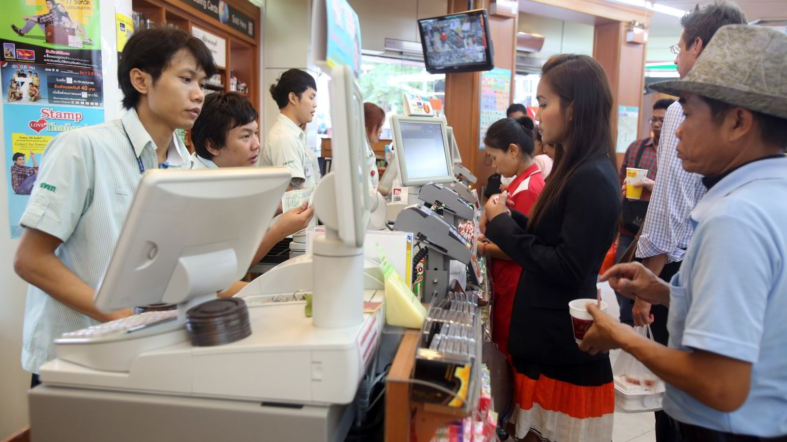 Mange selskaper i Asia har økt gjelden i amerikanske dollar kraftig. Et av disse er thailandske Charoen Pokphand (CP) som blant annet driver 7-Eleven-utsalg i Bangkok via datterselskapet CP All. Bildet er fra et 7-Eleven-utsalg i Bangkok. Foto: Dario Pignatelli/
