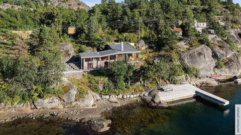 Hytta i Øyaveien i Sandefjord hadde en prisantydning på 20 millioner kroner, men ble nylig solgt 16,5 millioner.  Foto: Eiendomsmegler 1 / Zentuvo