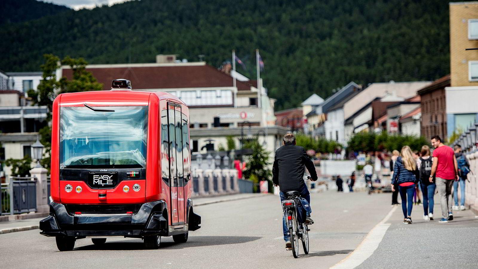 Kongsberg har tidligere prøvekjørt den selvkjørende bussen EZ10. Nå erklærer byen klimakrise.