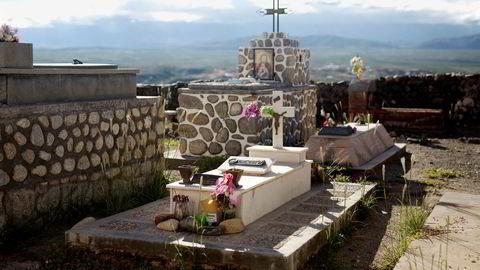 Fred i Cachi. NS-lege Arne Høygaard ble født i Lillesand en januardag i 1906. Han ble begravet som katolikk i en avsidesliggende dal i Andesfjellene. Graven hans er fortsatt pyntet med friske blomster.