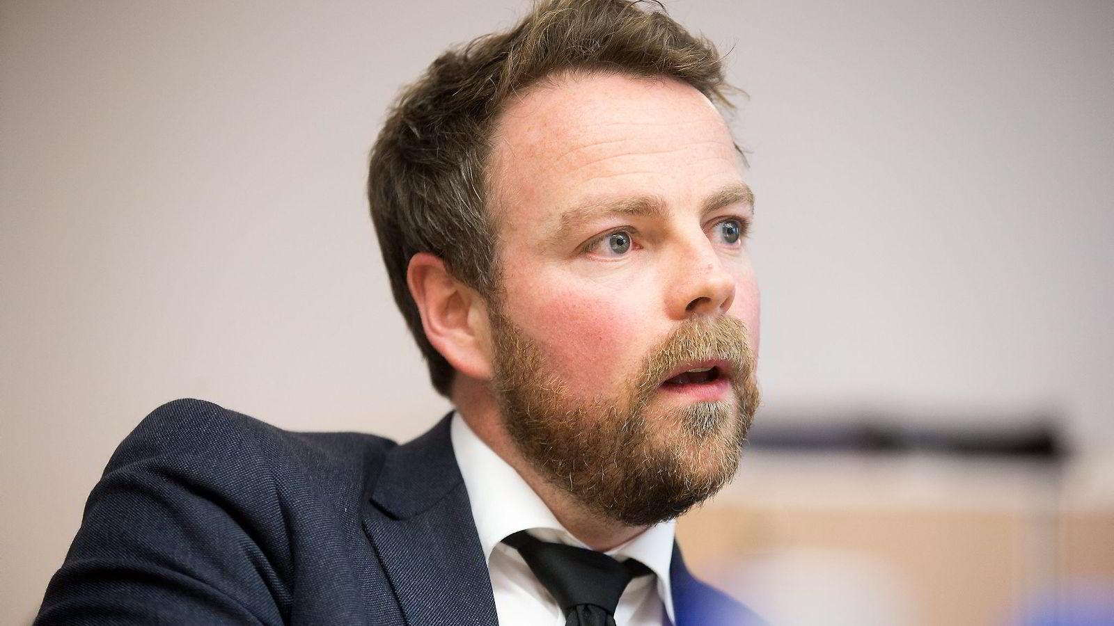 Kunnskapsdepartementet måtte svare på mange skriftlige spørsmål fra kontrollkomiteen om oppfølgingen av privatskolen Westerdals før jul. Nå må kunnskapsminister Torbjørn Røe Isaksen møte i høring på Stortinget om saken.