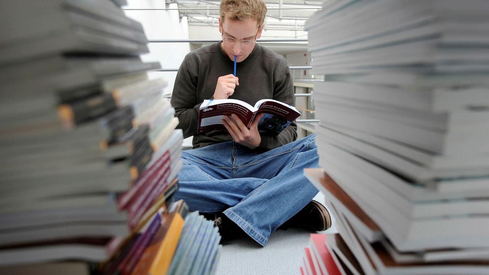 SSB-tall fra juni viser at én av tre studenter som startet på et høyere studium i 2010, står uten noen grad åtte år etter at de startet på studiet.
