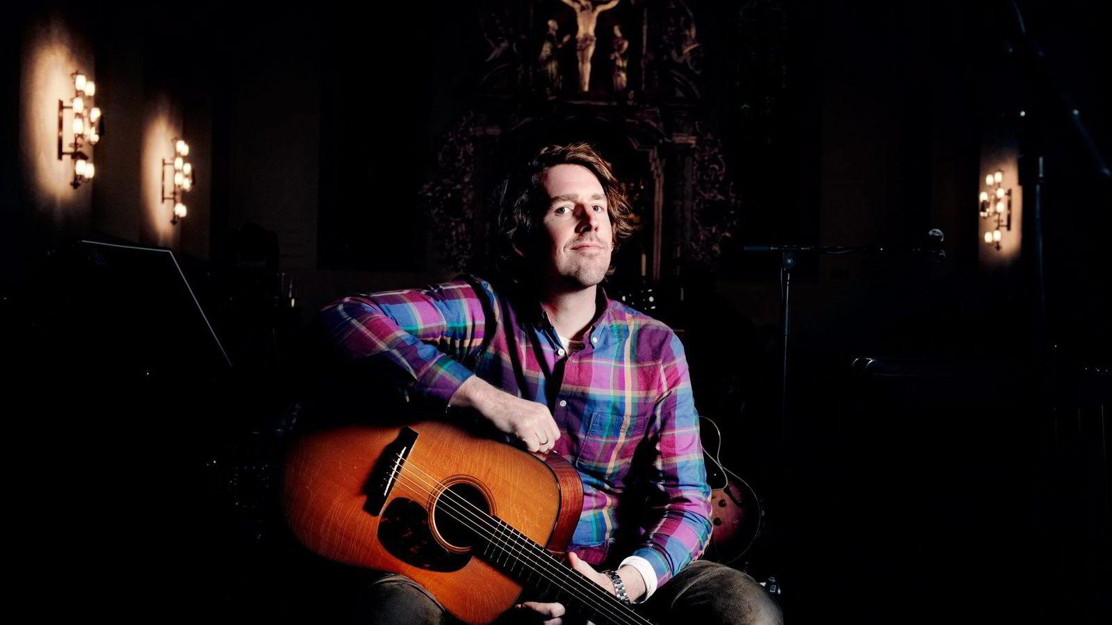 Odd Nordstoga skriver låtene sine selv og av populære artister i Norge er det nettopp de som selv skriver låtene sine som tjener gode penger.