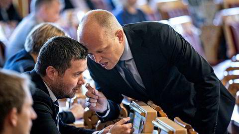 Leder for Næringskomiteen, Geir Pollestad (Sp), frykter mer enn noe annet at Hydros krise i Brasil skal gå utover norske arbeidsplasser i Norge. Her sammen med sin partileder Trygve Slagsvold Vedum (th).