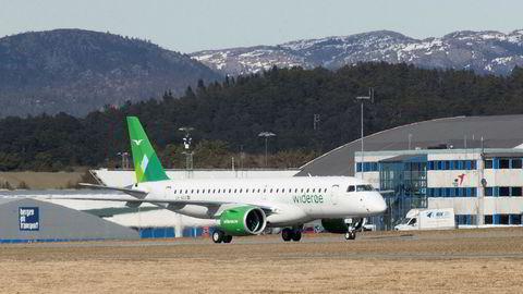 Hvert år mottar Widerøe rundt 450 millioner kroner i statlig støtte for flyvning på kortbanenettet.