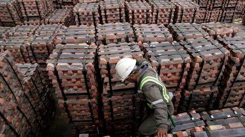 Prisen på flere råvarer har skutt i været etter at Donald Trump ble valgt til USAs neste president. Kobber er blant råvarene som har opplevd det største prishoppet. Bildet viser mengder av kobber klart til å bli eksportert til Asia fra havnen i Valparaiso i Chile. Foto: Eliseo Fernandez/Reuters/NTB scanpix