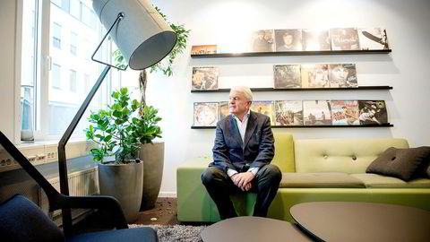 Tidligere rallyfører, bilimportør og milliardær, Egil Stenshagen, har de siste ukene solgt unna aksjer for flere hundre millioner kroner på Oslo Børs.