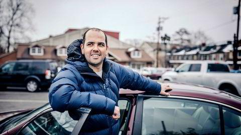 Sist helg kjørte Mete Egemen sammen med fire andre frivillige i bevegelsen «Swing Left» i fire timer fra Philadelpia til Pittsburg i delstaten Pennsylvania på østkysten i USA. De vil overbevise velgere til å stemme på Demokratene tirsdag.