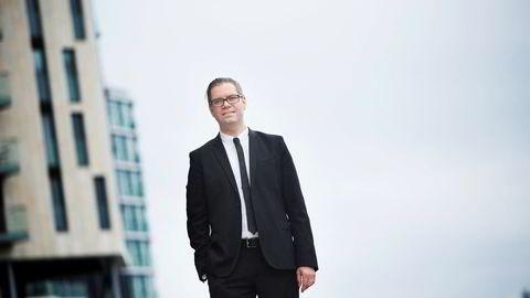 Marius Gonsholt Hov er seniorøkonom i Handelsbanken, og mener arbeidsmarkedet enda ikke har begynt å stramme seg inn.