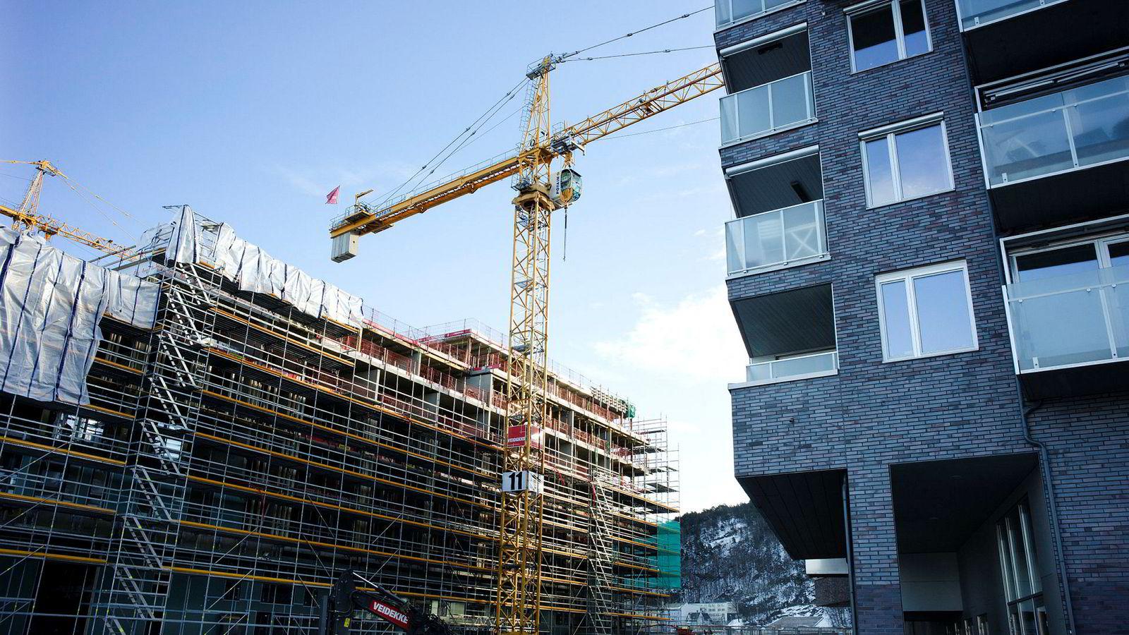Hverken boligpriser eller boliginvesteringer kan over tid vokse mer enn økonomien for øvrig.