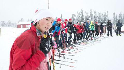 Den tidligere mellomdistanseløperen Chen Junhan (18) er i Meråker i håp om å kvalifisere seg til OL på hjemmebane i 2022. 16 jenter og 21 gutter er på plass i fjellbygda for å lære kunsten å gå fort på ski.