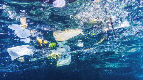 Problematikken med plastikk i havet har fått velfortjent stor oppmerksomhet, men godt skjult for folk flest er alle kjemikaliene som vi omgås til daglig som også har sin endestasjon i havet, som her ved Phi Phi-øyene i Thailand.