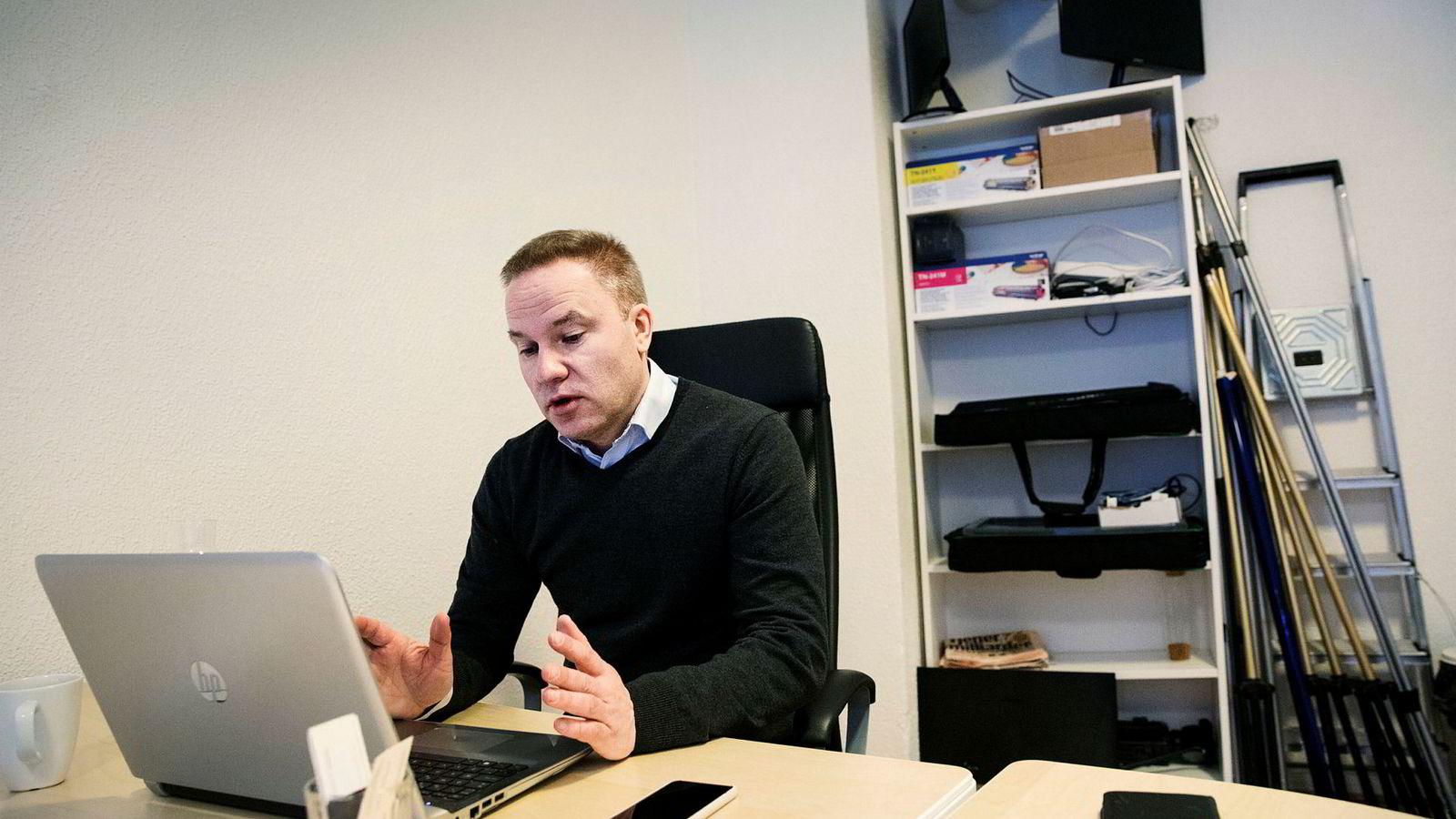 Ansvarlig redaktør Helge Lurås i Resett trenger ny finansiering for å fortsette å drive nettstedet.