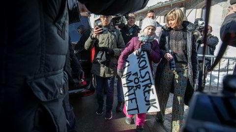 Ukens største medieoppstyr skjedde da skolestreiker Greta Thunberg dukket opp på World Economic Forum og ga en appell direkte til IMF Christine Lagarde og WEF grunnleggeren Klaus Schwab. Etter møtet med dem holdt hun en pressekonferanse og satte seg ned for å streike sammen med lokale skoleelever fra Davos og omegn.