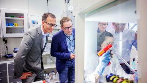 Ketil Widerberg (fra venstre), daglig leder i Oslo Cancer Cluster, Per Sontum, daglig leder i Phoenix Solutions, Anne Fåne, laboratorieingeniør ved Oslo universitetssykehus, Øyvind Kongstun Arnesen, daglig leder i Ultimovacs as og Steinar Aamdal, Ultimovacs. Foto: Javad Parsa