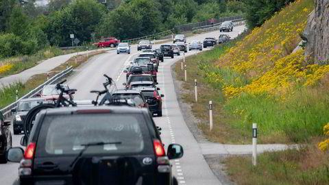 Mange svinger på svenske veier er feilkonstruert. Bildet viser veien inn til Strømstad.