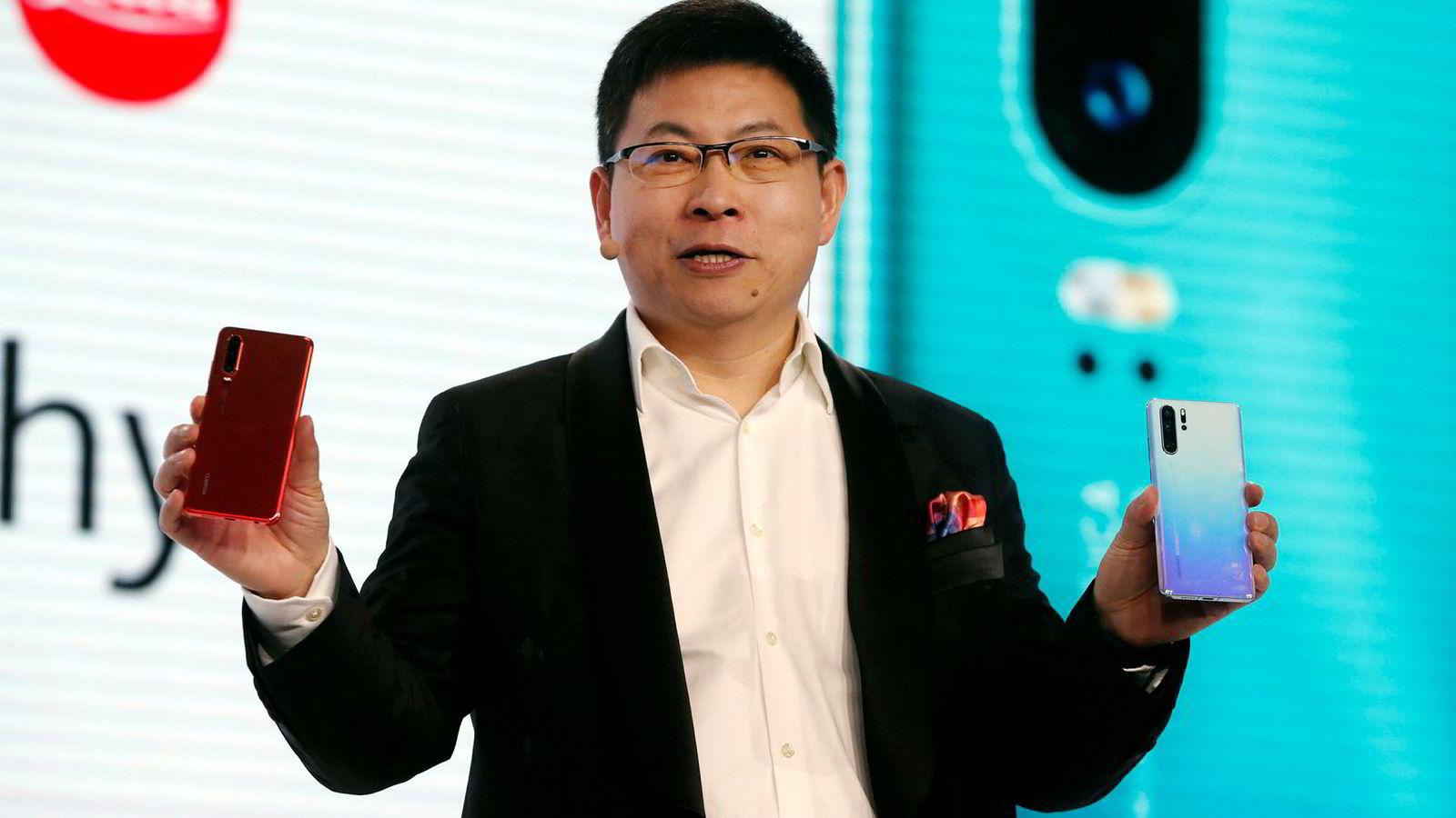 Huaweis konsernsjef Richard Yu lanserte flaggskipsmodellen Huawei P30 i mars. Huawei har økt salget av smarttelefoner kraftig det siste året og tar markedsandeler i et fallende marked.