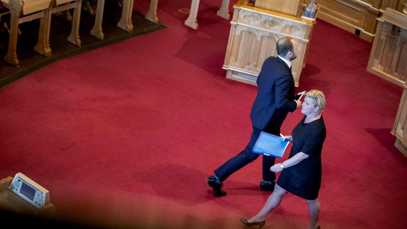 Finansminister Siv Jensen (Frp) og samferdselsminister Jon Georg Dale (Frp) strever med bompengerabalder i eget parti. Her er de i Stortingets spørretime sist uke.