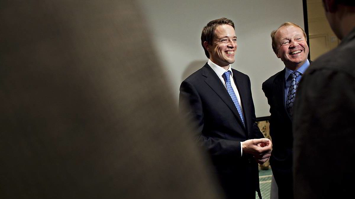 Tandberg-sjef Fredrik Halvorsen og Cisco-sjef John Chambers var blide og fornøyde da budet ble annonsert. Nå er det mange som ikke vil selge.