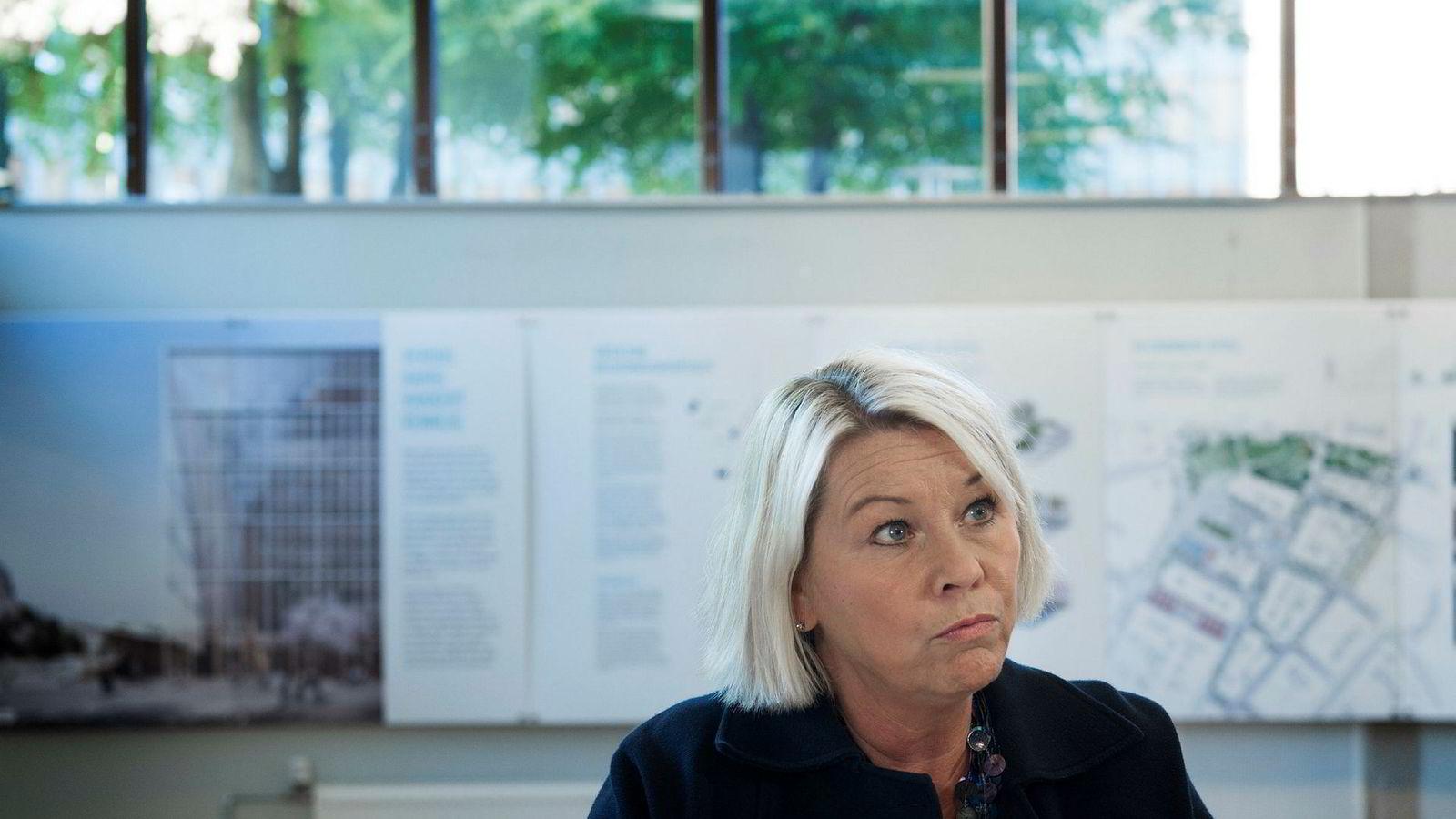 Kommunal- og moderniseringsminister Monica Mæland (H) og hennes departement er ikke fornøyd med Finnmarks håndtering av sammenslåingen.