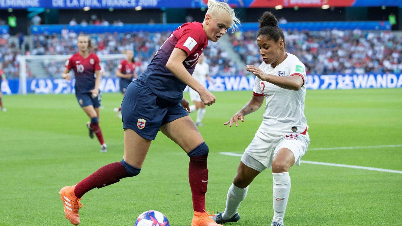 På det meste fikk 900.000 seere med seg Norge gå på et 0–3-tap mot England i årets kvartfinale i VM, de fleste av disse på tv-skjermen i sin egen stue. Likevel svikter seerne TV 2 og de andre kanalene ved å se stadig mindre lineær-tv.