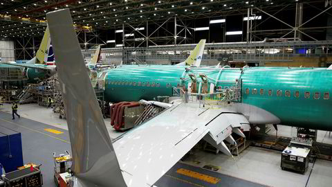 Et av Boeings 737 Max-fly undersøkes på en av flyprodusentens fabrikker i Renton i Washington.