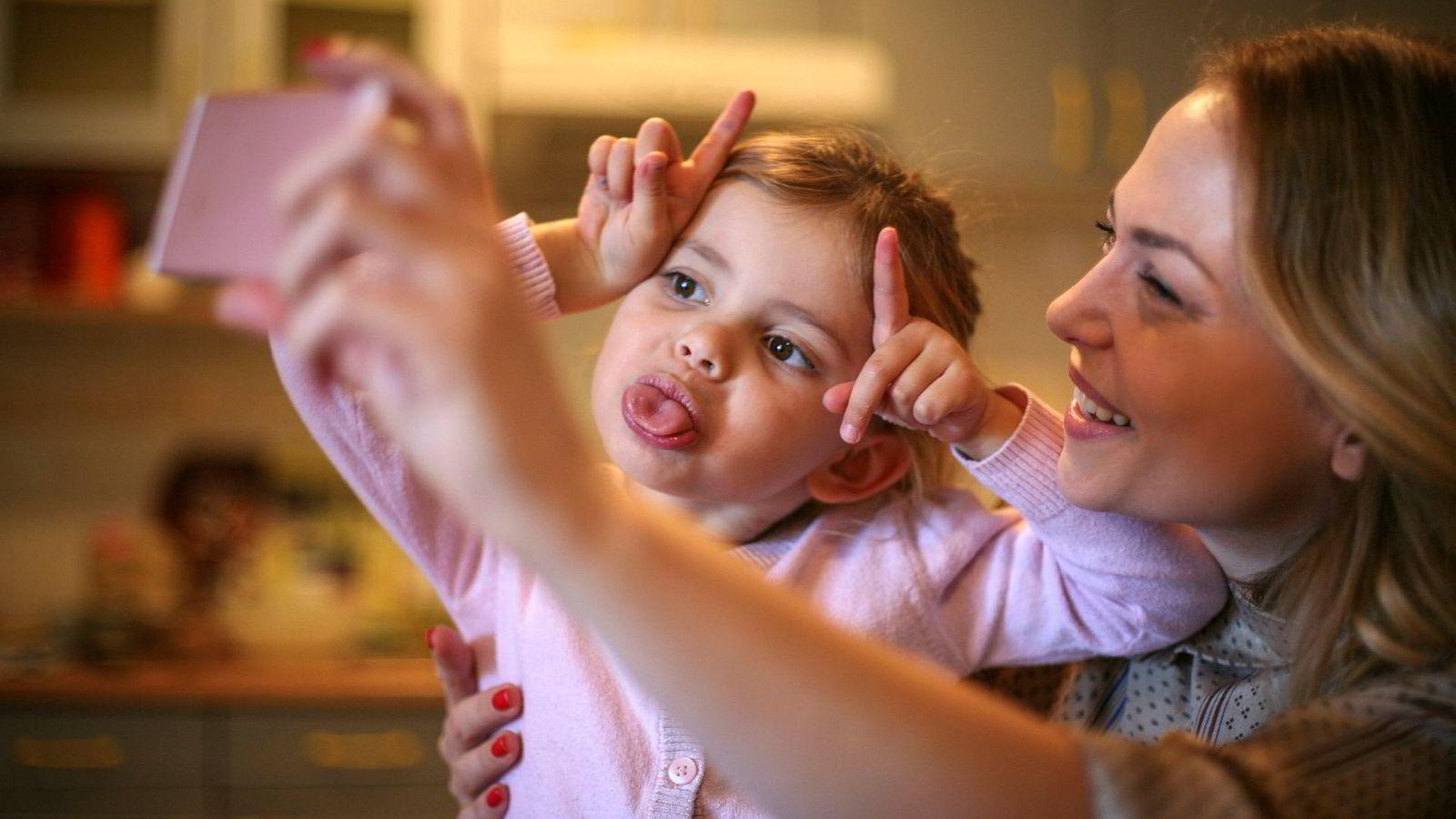 Foreldre forvalter barns ve og vel, herunder den samtykkekompetansen barna har til å si at det er greit å publisere bilder av dem. Men hva når foreldres og barns interesser krasjer?
