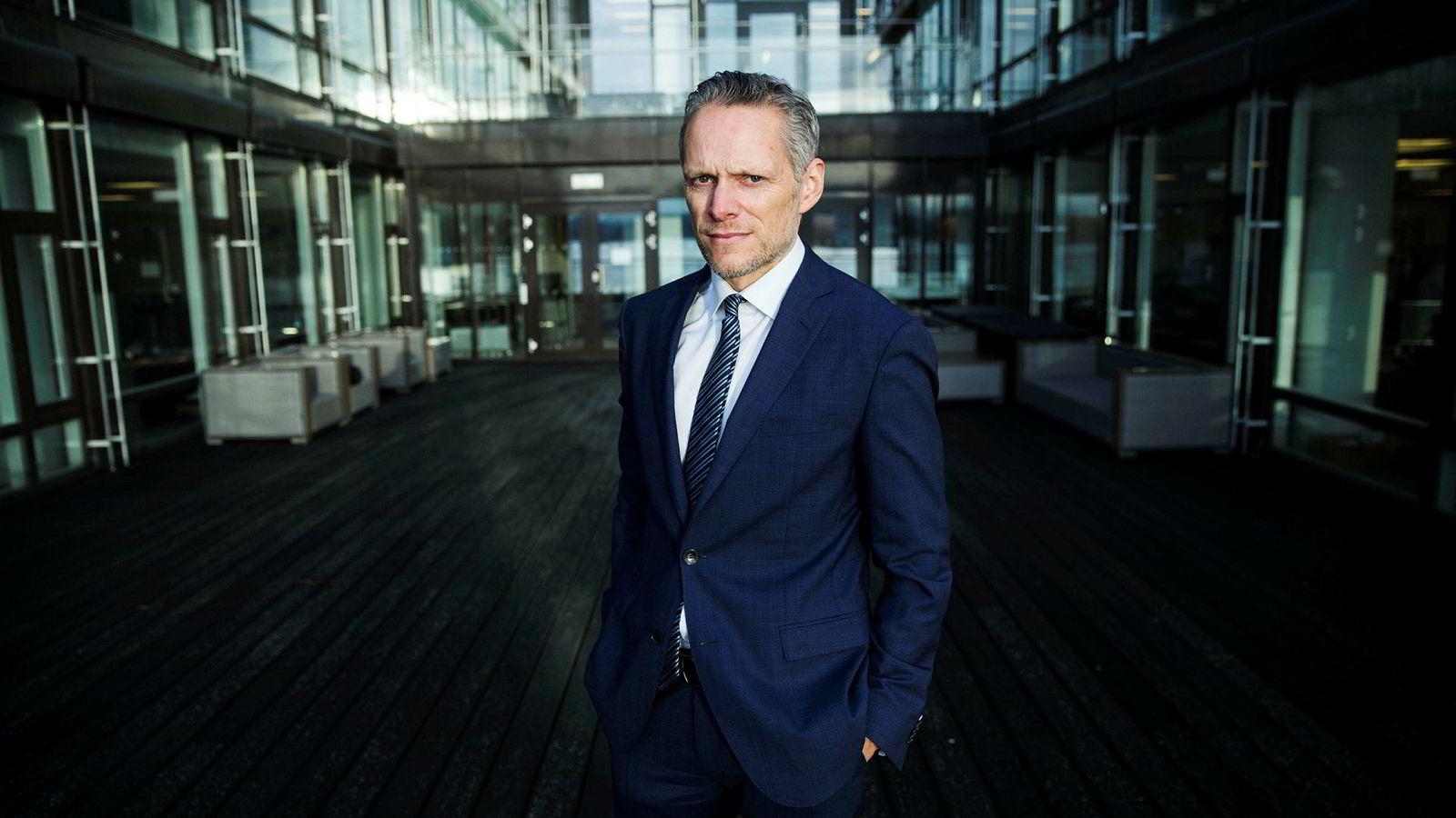 Sjefstrateg Christian Lie i Danske Bank frykter at enda mer negative renter kan blåse opp en stor boble i obligasjonsmarkedet.
