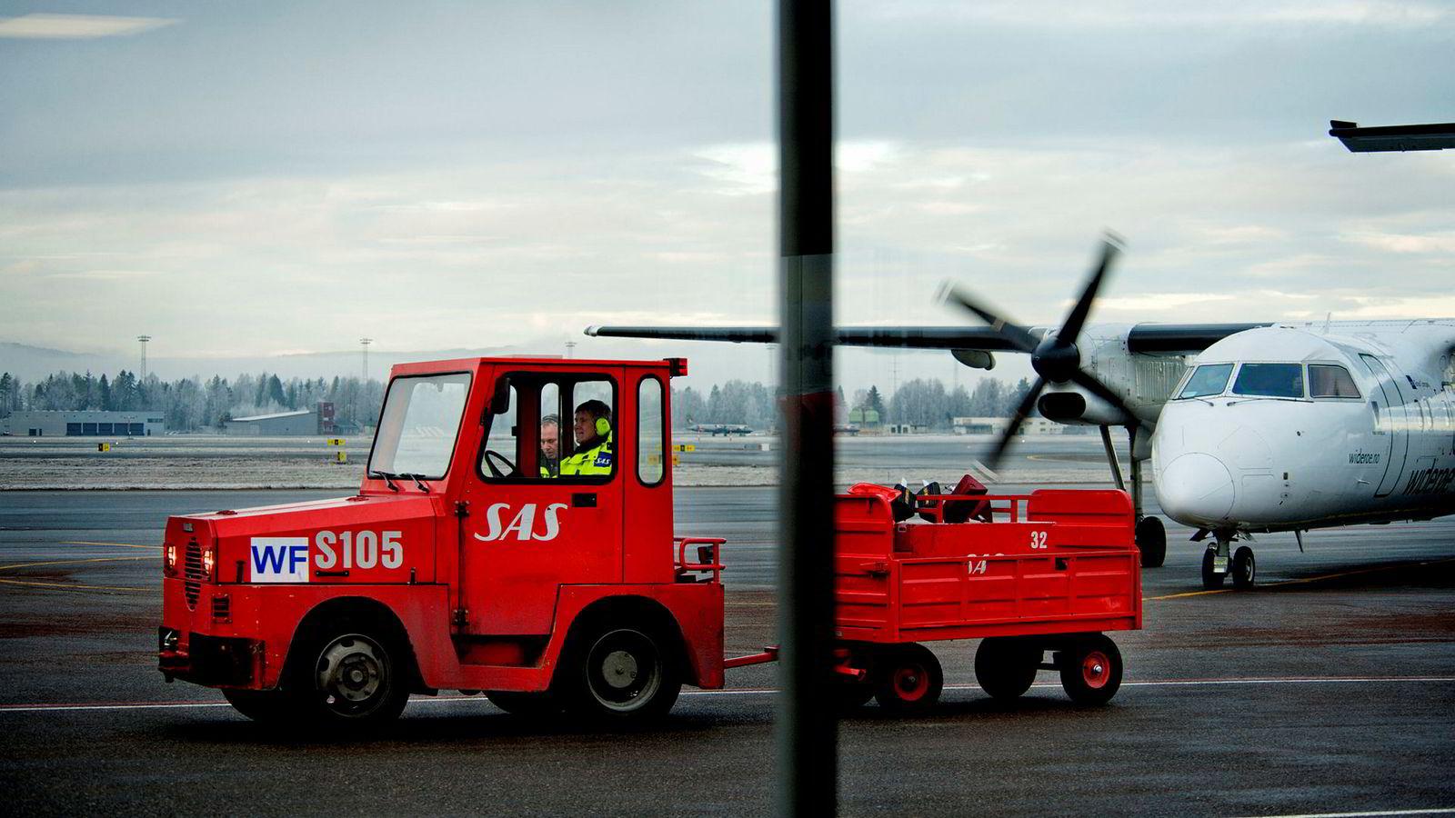 Widerøe har overtatt store deler av bakkemannskapet fra SAS i Norge. De bakkeansatte varsler mulig konflikt fra 5. februar. Bildet er fra Oslo lufthavn.