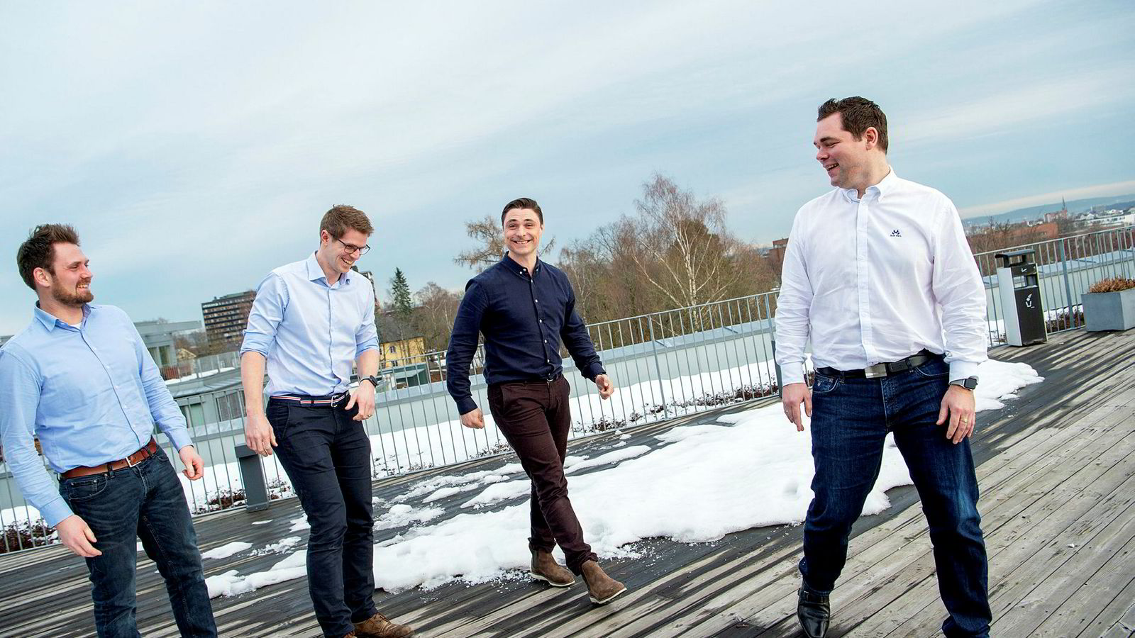 – Vi har særlig mange kunder fra bransjer med store endringer eller store reguleringskrav, sier Magnus Valmot, administrerende direktør i Ardoq (nummer to fra venstre), her med teknologisjef og gründer Erik Bakstad (til venstre), Kristian Øvsthus, partner i Idekapital (midten), og Magnulf Pilskog, gründer og innovasjonssjef.