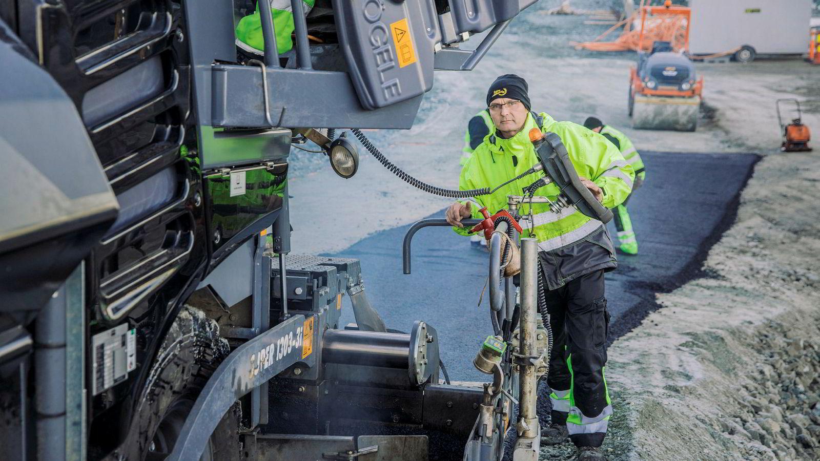 Asfaltleder Egil Ingebrigtsen hos gasellen Pedersen Brøyting i Tromsø.