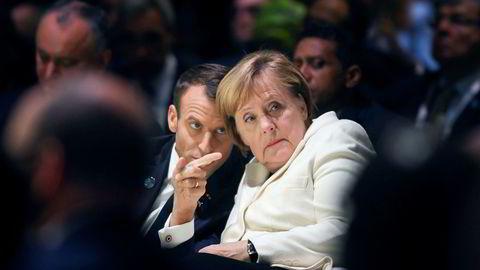 Tysklands statsminister Angela Merkel gikk av som partileder i fjor. Her sammen med den franske presidenten Emmanuel Macron.