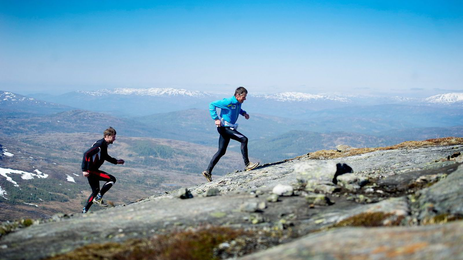 PUSHER HVERANDRE. Morten Skarstad (bak) og Torstein Bjørhusdal løper om kapp på trening som i konkurranse. Det har ført dem til topps i sine klasser. Alle foto: Mikaela Berg
