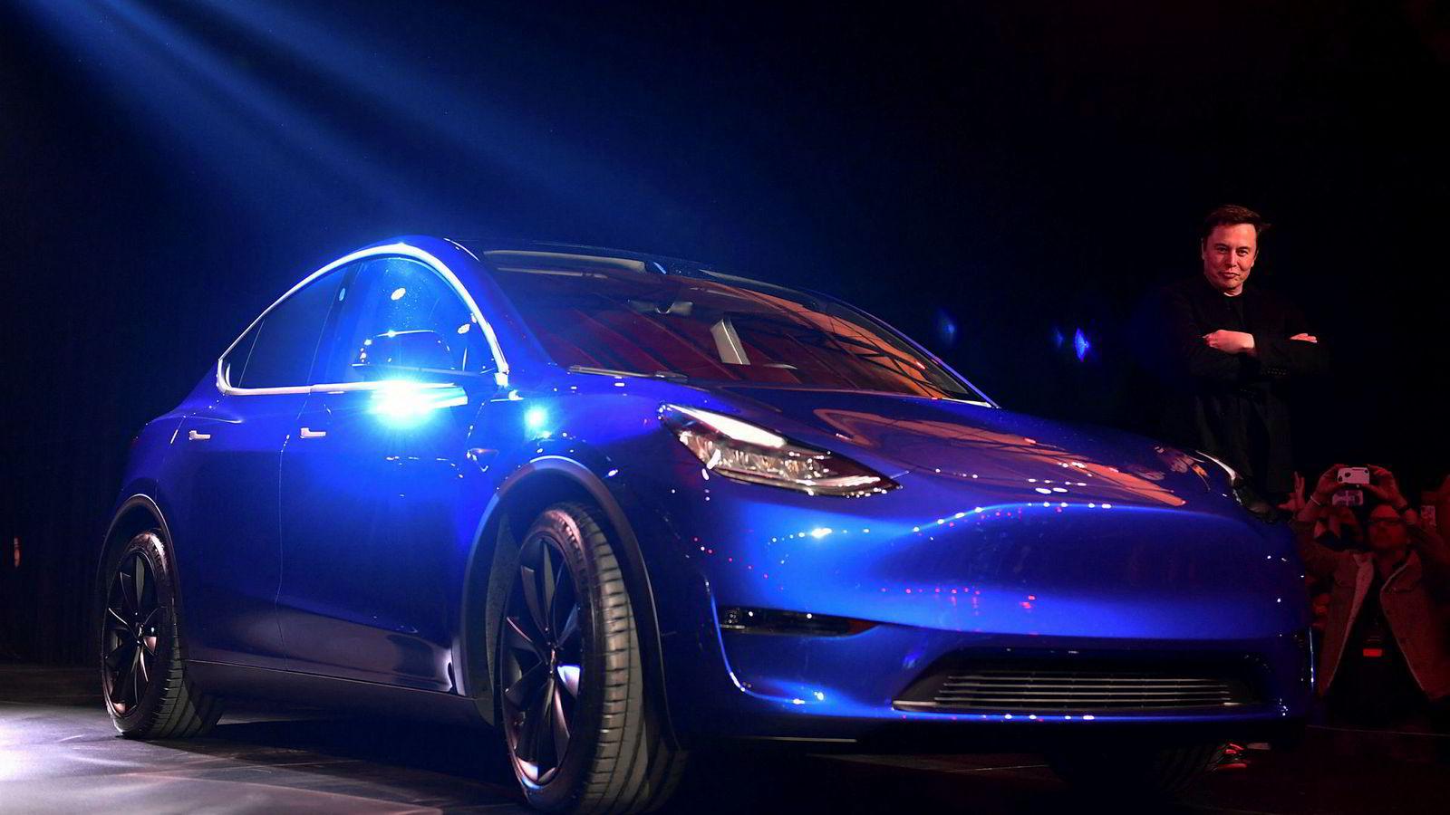 Elon Musk presenterte nye selvkjørende egenskaper for Tesla mandag. Her fra presentasjonen av Model Y i midten av mars.