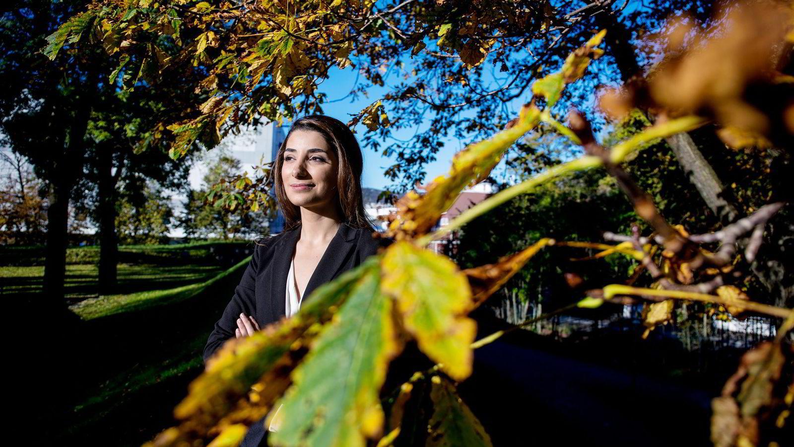 Tredjeårsstudent Sarah Sleeman (22) ved eiendomsmeglerutdannelsen på BI i Bergen merker konkurransen blant medstudentene. Foto: