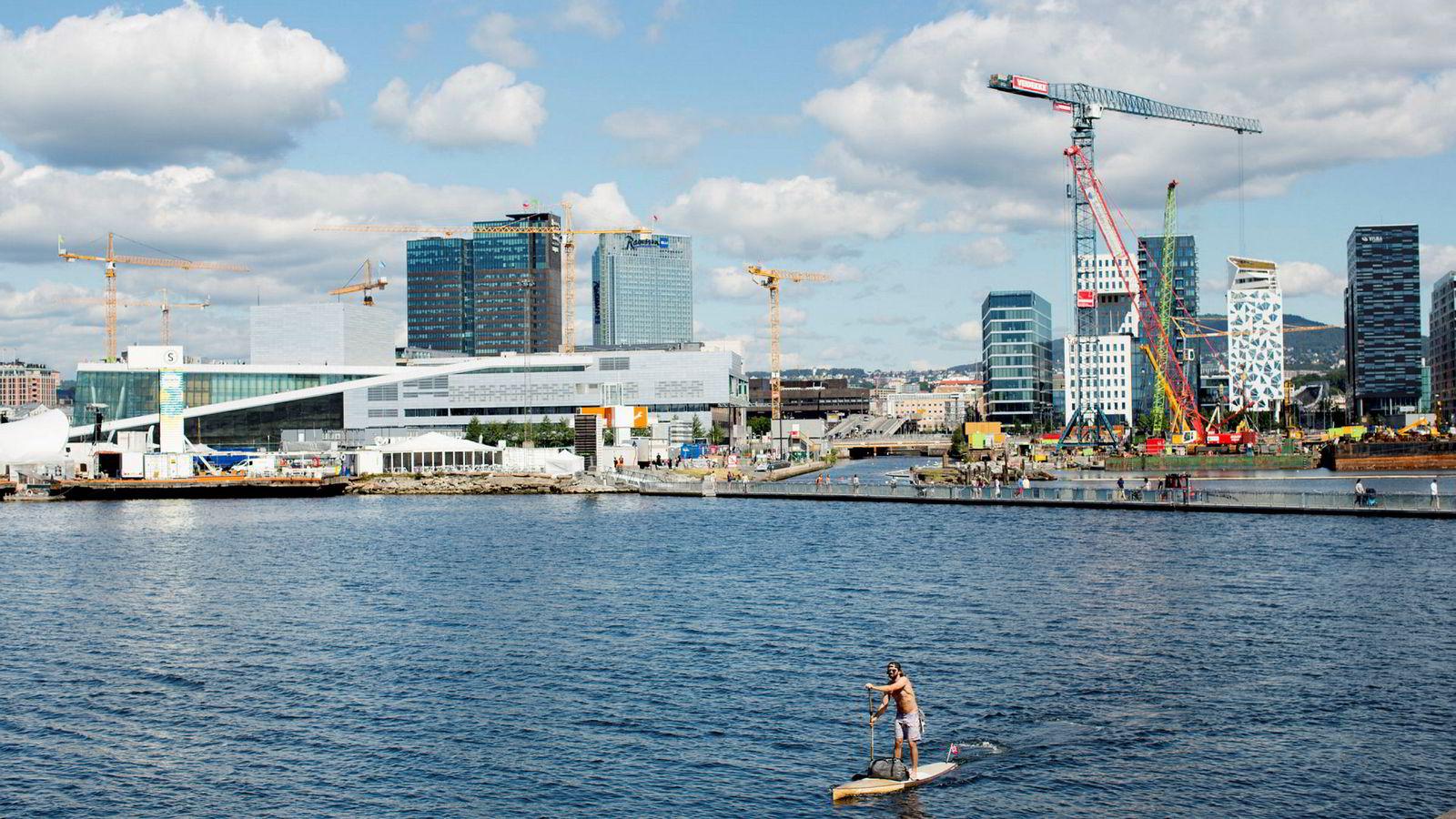 I mange år nå har Oslo vært den raskest voksende byen i Europa, det er mulig det stanser opp etter hvert, men det er vanskelig å se at noen andre norske byer skulle ta opp hansken og vokse mer enn hovedstaden, skriver artikkelforfatteren. Her fra Sørenga, Oslo.