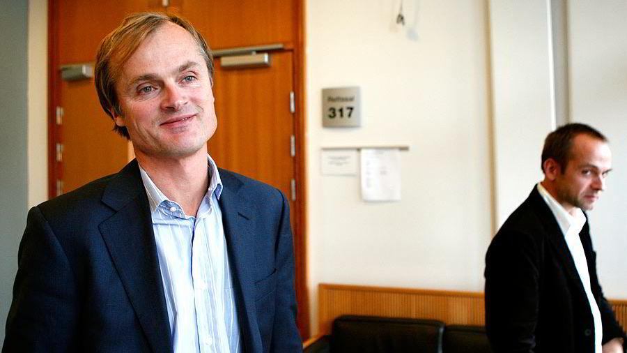 Øystein Stray Spetalen i forgrunnen, og en av Dagbladet- journalistene som skrev den omdiskuterte saken,  Tore Bergsaker, i bakgrunnen.