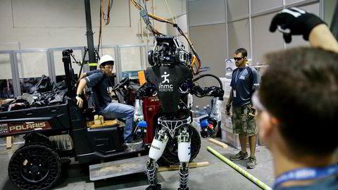Selskapet IHMC Robotics jobber her med sin «Running Man»-robot utviklet av robotteknologiselskapet Boston Dynamics i 2015. Arbeidet var en del av en konkurranse om å best mulig lage roboter med menneskelige egenskaper og få dem til å gjennomføre et hinderløp.