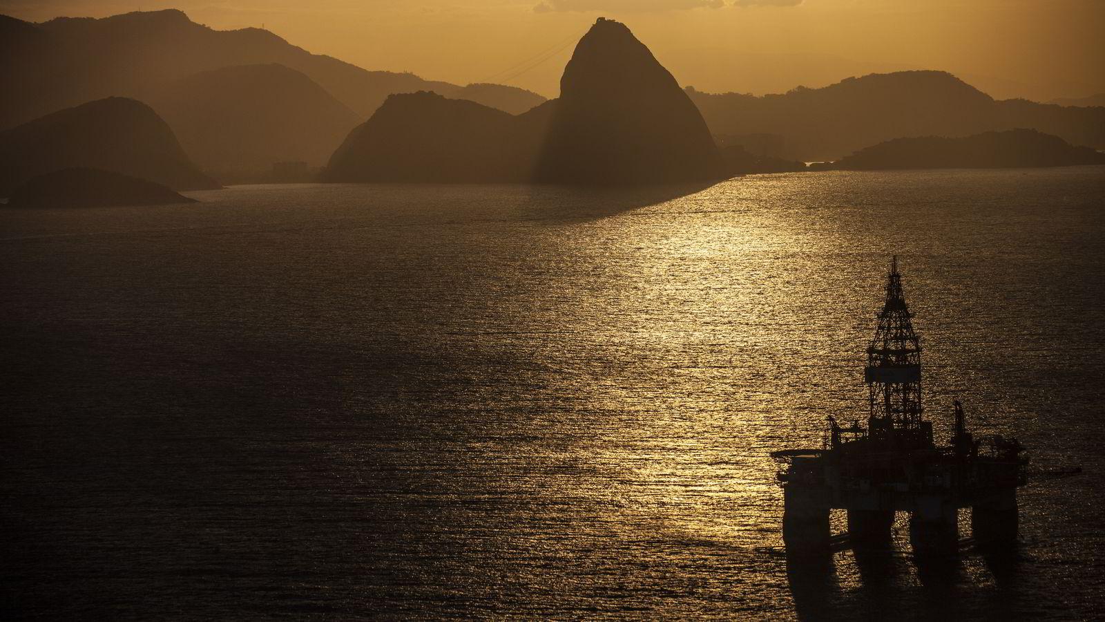 En oljeplattform nær kysten av Rio de Janeiro i Brasil. Dado Galdieri/