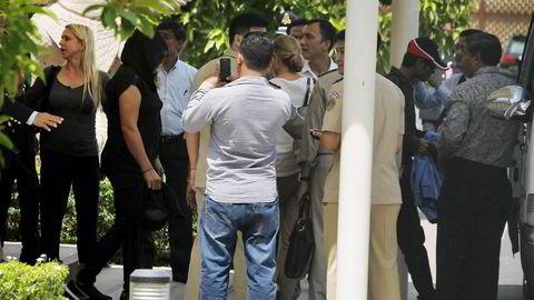 Torsdag morgen landet fire flyktninger fra Nauru i Phnom Penh i Kambodsja. Som en del av en avtale som er inngått mellom Australia og Kambodsja har de fått permanent oppholdstillatelse i Kambodsja. Foto: Samrang Pring, Reuters/NTB Scanpix