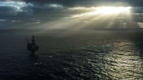 Geologiske lag under Nordsjøen har lenge vært utpekt som lovende felleseuropeiske lager for CO 2. Men til nå har alle visjoner om dette forblitt nettopp visjoner, skriver artikkelforfatterne. Her Ringhorne, et av tre felt operert av Point Resources på Norsk sokkel i Nordsjøen.