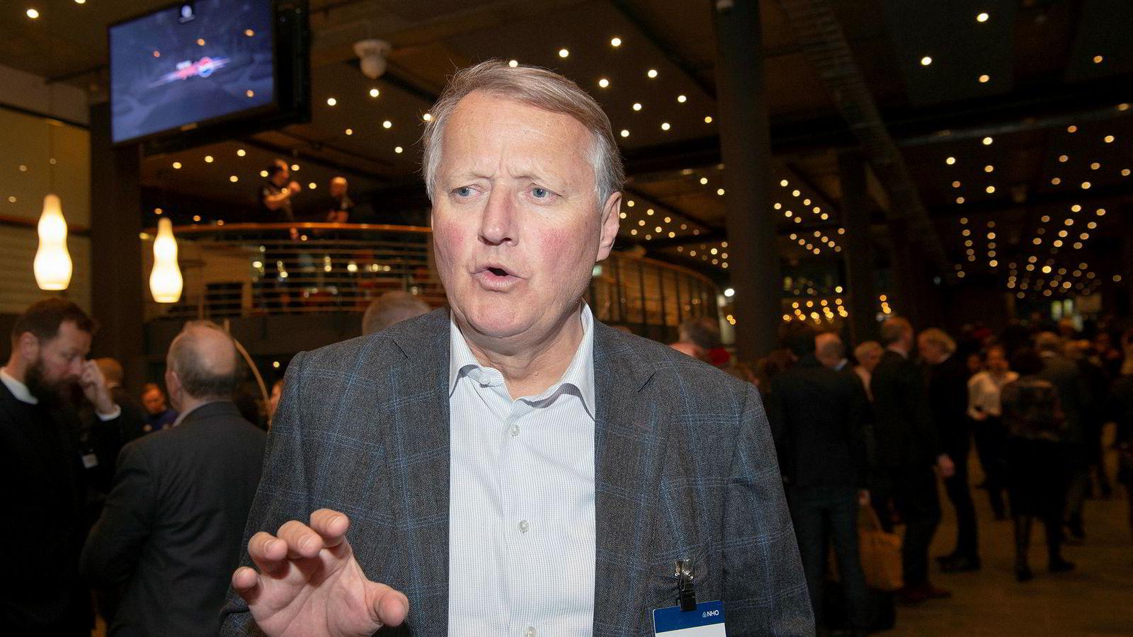 Konsernsjef Rune Bjerke i DNB kutter pris for å få flere kunder.