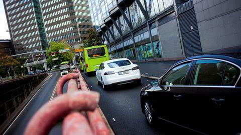 Avgiftsfritakene for elbiler er et svært kostbart klimatiltak, skriver artikkelforfatteren.